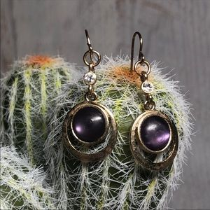 Vintage dangley Earrings purple goldtone 140